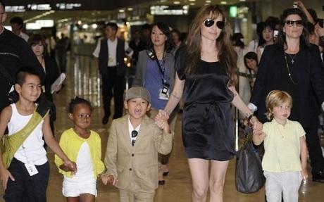 Con trai nuôi gốc Việt của Angelina Jolie vẫn ngày ngày học tiếng Việt - 4