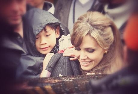Angelina Jolie và Pax Thien.