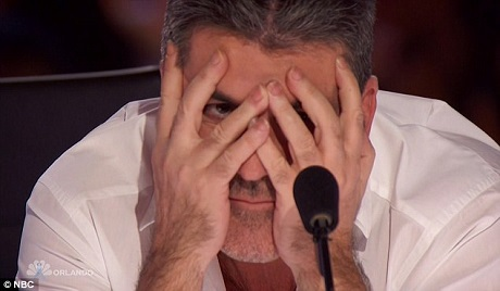 """""""Nam tước Vũ trụ"""" đã có một phần trình diễn khiến giám khảo phải che mắt và khán giả kêu lên vì sợ."""