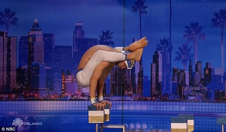 """Ông Vello Vaher đã nhận được nhiều thiện cảm của ban giám khảo và khán giả bởi tài năng và sự """"hồn nhiên"""" dễ mến của mình."""