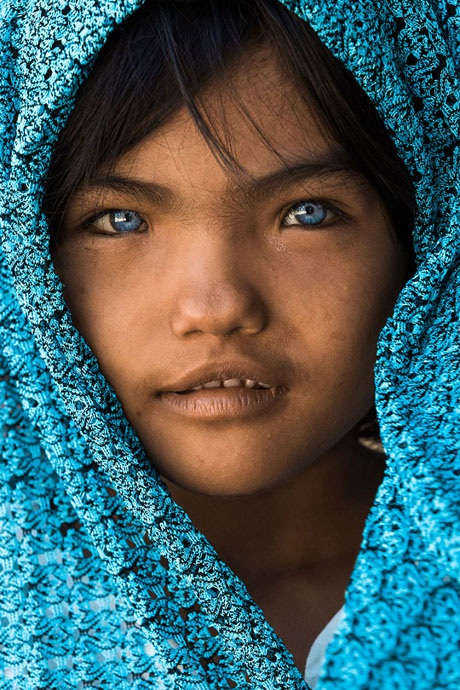 An Phước, 7 tuổi, một cô bé thuộc dân tộc Chăm ở Việt Nam. Cụ nội của cô bé là người Pháp.