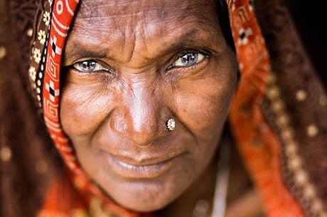 Bà cụ ở thành phố Varanasi, Ấn Độ.