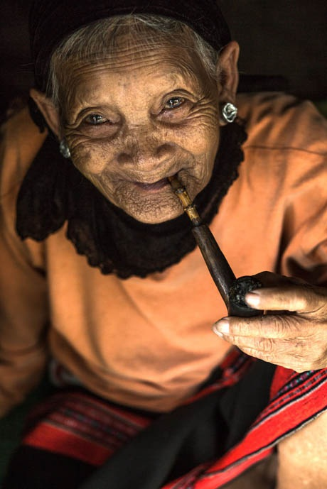 Bà cụ người Pa Kô.