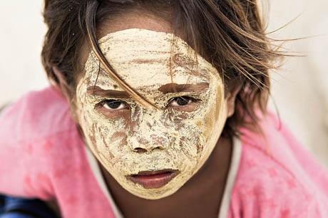 Cô bé người Bajau sống ở gần đảo Borneo (thuộc vùng biển Đông Nam Á).