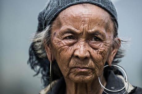 Bà cụ người H'mông ở Sa Pa, Việt Nam.