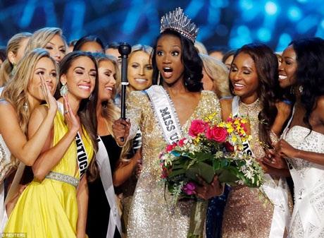 Deshauna Barber và các thí sinh khác của Miss USA 2016.