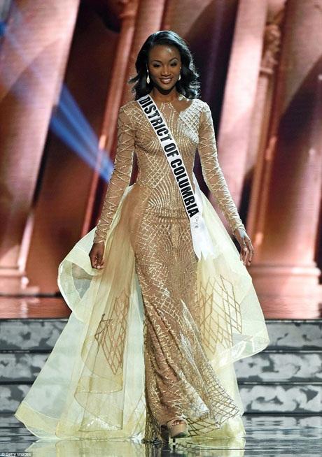 Đại diện cho thủ đô Washington - Miss District of Columbia - cô Deshauna Barber trong phần thi trang phục dạ hội.