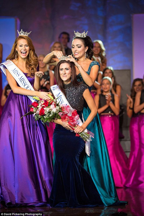 Cô Erin OFlaherty được trao vương miện Hoa hậu bang Missouri 2016.
