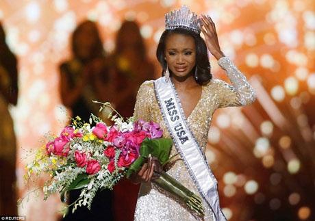 Đại diện của thủ đô Washington (Miss District of Columbia) - cô Deshauna Barber - bật khóc khi trở thành Hoa hậu Mỹ Miss USA.