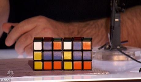 Giám khảo Simon tạo thành một khối Rubik xáo trộn ngẫu hứng và giấu khối Rubik trong hai bàn tay, nhiệm vụ của Steven là tạo lại khối Rubik với sự xáo trộn giống hệt.