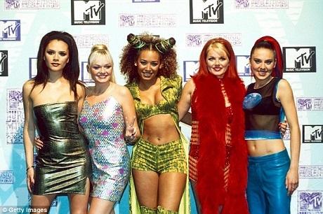 """Cách đây đúng 20 năm, ban nhạc Spice Girls đã cho ra mắt đĩa đơn đầu tay """"Wannabe"""" rất thành công vào ngày 8/7/1996. Báo chí Anh cho rằng các thành viên trong Spice Girls đang chuẩn bị cho một đêm nhạc tái hợp nhân dịp này."""