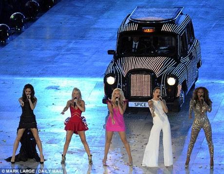 """Lần cuối ban nhạc biểu diễn cùng nhau là tại lễ bế mạc Thế vận hội Olympic London 2012. Tại sự kiện đặc biệt này, họ đã cùng hát những bản hit như """"Wannabe"""" và """"Spice Up Your Life""""."""