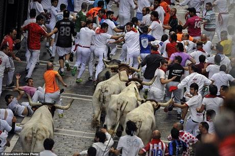 Bàng hoàng chứng kiến người đấu bò đầu tiên thiệt mạng trong thế kỷ 21 - 7
