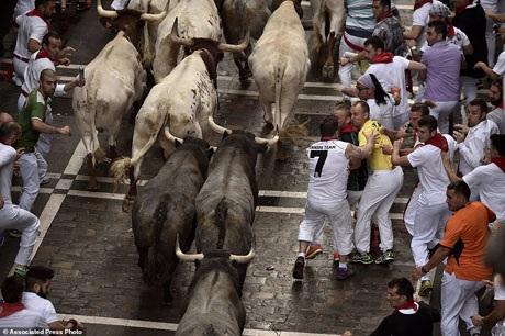 Bàng hoàng chứng kiến người đấu bò đầu tiên thiệt mạng trong thế kỷ 21 - 10