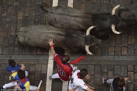 Bàng hoàng chứng kiến người đấu bò đầu tiên thiệt mạng trong thế kỷ 21 - 11
