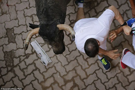 Bàng hoàng chứng kiến người đấu bò đầu tiên thiệt mạng trong thế kỷ 21 - 16