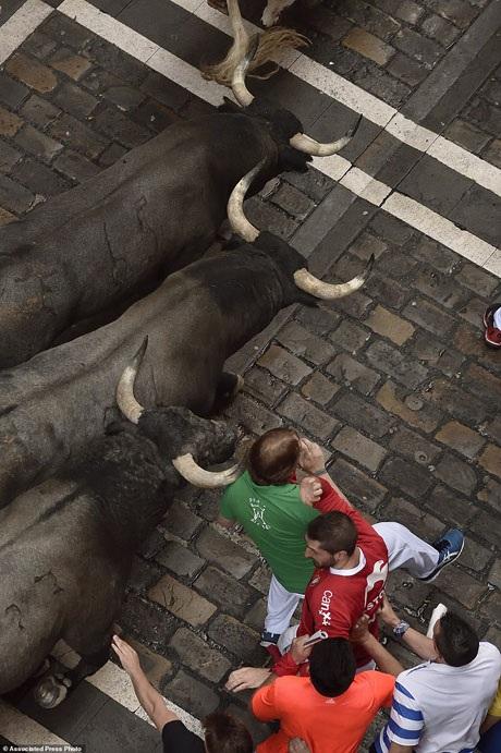 Bàng hoàng chứng kiến người đấu bò đầu tiên thiệt mạng trong thế kỷ 21 - 17