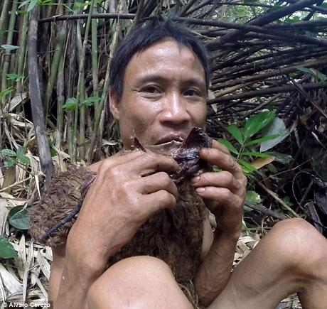 """Trở lại """"chốn xưa"""", Hồ Văn Lang ngay lập tức thể hiện khả năng săn bắt của mình."""