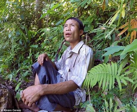 Sau gần 3 năm sinh sống trong thế giới văn minh, đây là lần đầu tiên anh Lang trở về khoảnh rừng xưa.