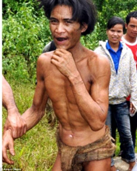 Anh Lang trong giây phút vừa được tìm thấy hồi năm 2013.