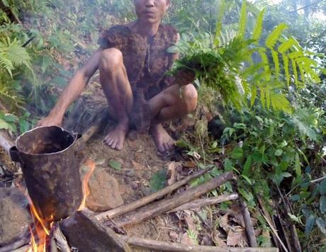 """Sắp có phim tài liệu về """"người rừng Tarzan của Việt Nam"""" - 13"""