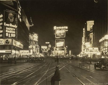 """""""Quang cảnh ban đêm trên đường Broadway"""", New York, Mỹ, hồi năm 1923."""