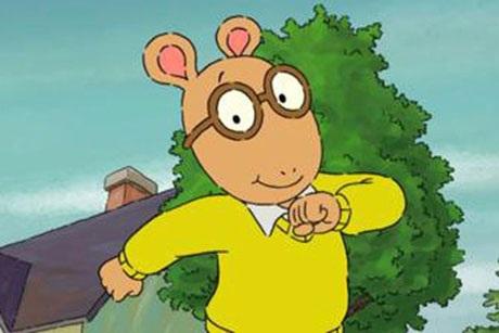 """Nhân vật lợn đất Arthur Read trong loạt phim hoạt hình """"Arthur"""" đeo kính như thế nào khi hai tai lại nằm trên… đỉnh đầu? Đó là còn chưa kể, trong phim, có những cảnh lợn đất Arthur đi lại, nhảy nhót, vậy mà cặp kính vẫn luôn yên vị ở đúng vị trí, chẳng cần có cặp tai để… đeo kính."""