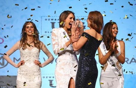 Cô Madeline Cowe (váy trắng) đã trở thành Hoa hậu Thế giới Úc 2016 vào tối thứ 6 vừa qua.