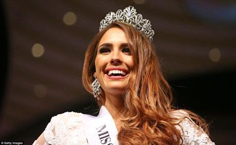 Tân Hoa hậu Thế giới Úc 2016 tỏa sáng rạng ngời trên sân khấu đêm chung kết được tổ chức tại thành phố Melbourne.