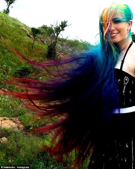 Trisha thích những mái tóc mang màu sắc rực rỡ kể từ khi còn là một cô bé. Trong suốt những năm qua, cô đã luôn thay đổi màu tóc theo những tông màu cầu vồng rực rỡ.