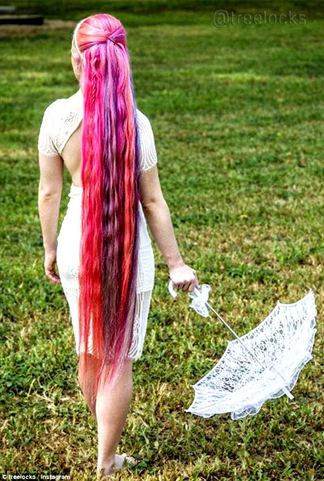 Sau khoảng 3 tháng, Trisha lại làm một điều gì đó mới mẻ với mái tóc của mình.