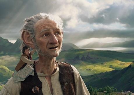 """Cảnh trong phim """"The BFG"""" (Người bạn khổng lồ) - bộ phim phiêu lưu tưởng tượng dành cho thiếu nhi, tác phẩm điện ảnh mới nhất của Steven Spielberg."""