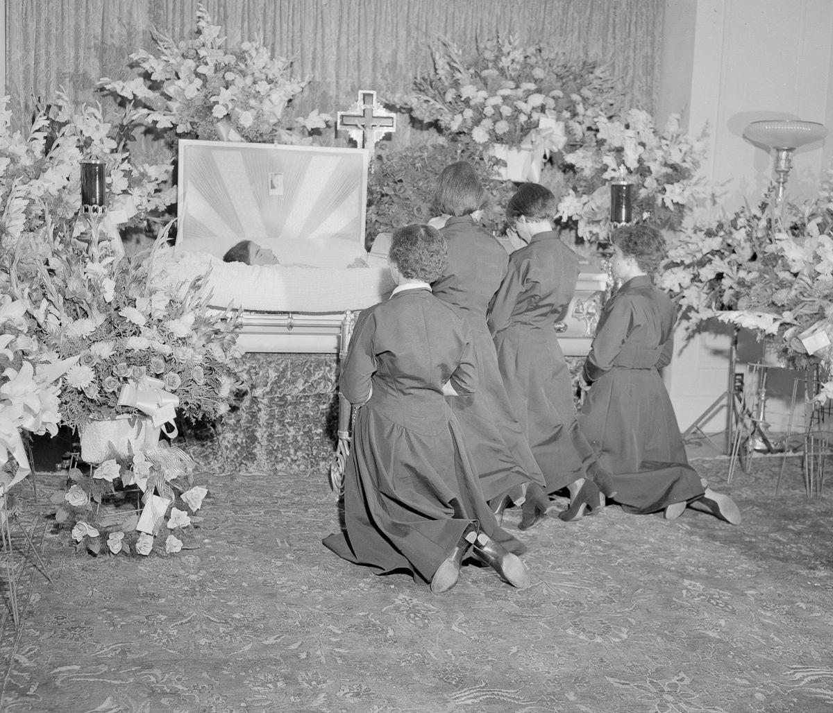 Cuộc đời kỳ lạ của 5 chị em sinh năm nổi tiếng nhất trong lịch sử - Ảnh 16.