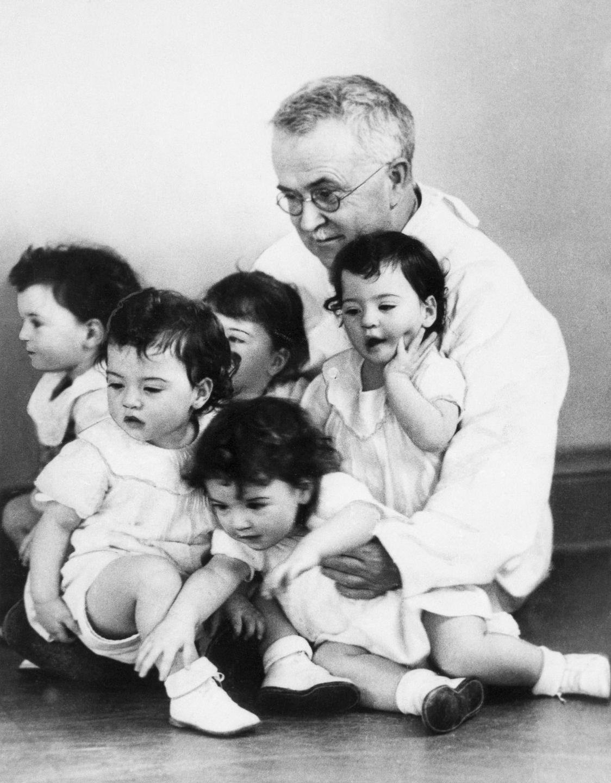 Cuộc đời kỳ lạ của 5 chị em sinh năm nổi tiếng nhất trong lịch sử - Ảnh 4.