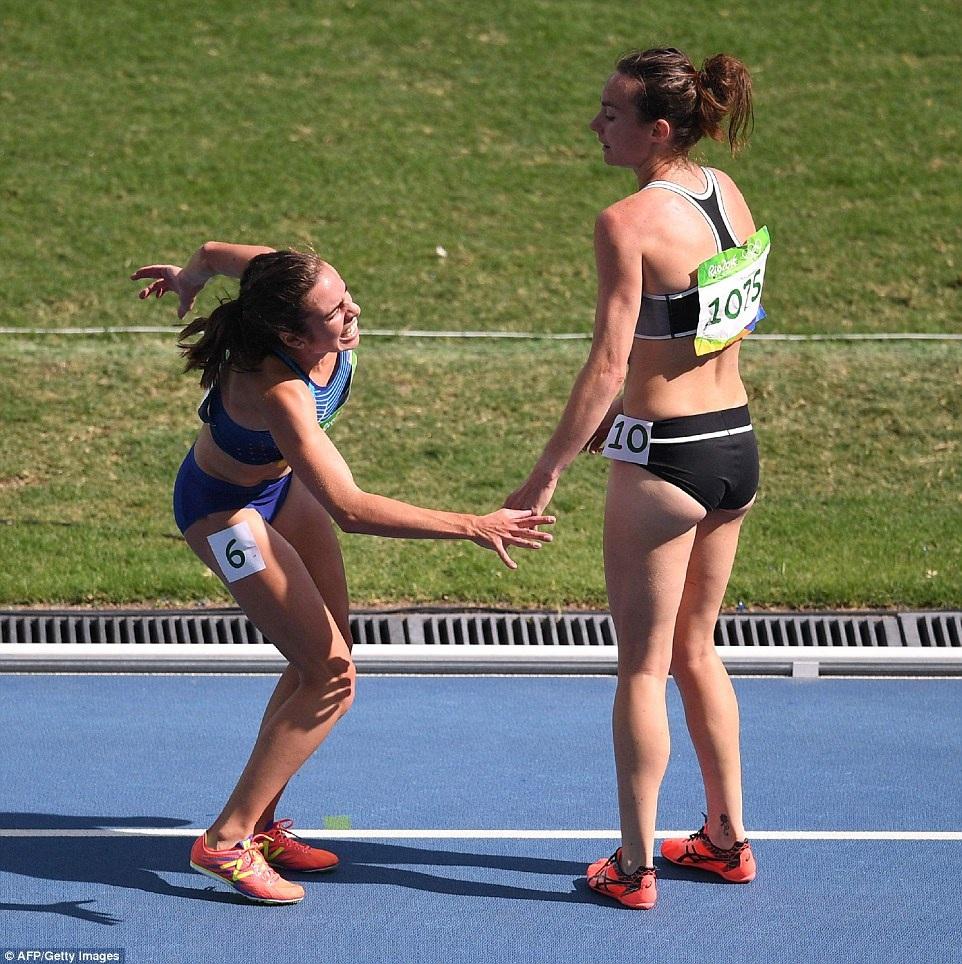 DAgnostino đã bị chẹo mắt cá - chấn thương kinh hoàng nhất đối với một vận động viên điền kinh trên đường chạy - nhưng cô vẫn nỗ lực hoàn tất 2.000m chạy còn lại.
