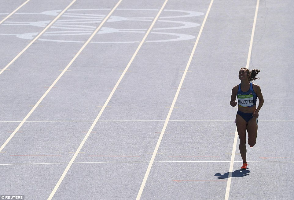 Trước đây, thành tích của DAgnostino ở đường chạy 5.000m không hề tệ, cô từng hoàn tất đường chạy này tại một sự kiện thể thao với thời gian chỉ 15 phút 3 giây, nhưng với phần thi gặp sự cố lần này, cô về cuối với 17 phút 10 giây. Dù vậy, cả DAgnostino và Hamblin đều được vào thi ở vòng chung kết diễn ra vào thứ 6 này vì ban giám khảo tính đến sự cố và tinh thần thể thao cao đẹp mà họ đã thể hiện trên đường chạy.