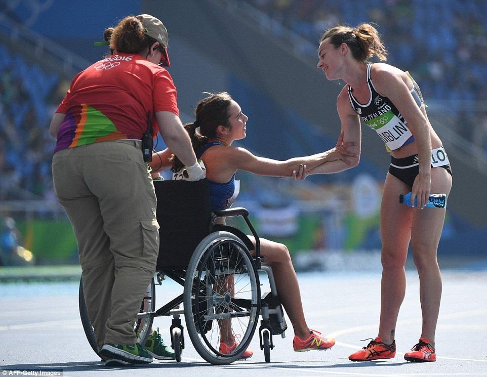 Cuối cùng, cả Hamblin và DAgnostino đều được vào vòng chung kết đường chạy 5.000m điền kinh nữ diễn ra vào thứ 6 tuần này. Sau sự việc, hai cô gái chưa hề quen biết trước đó đã trở nên thân thiết và cảm kích vì sự thân ái, hữu nghị tìm thấy ở nhau.