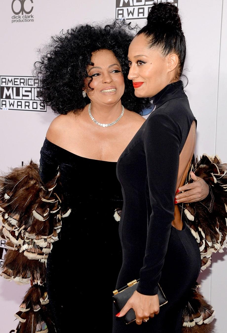 Nữ danh ca Diana Ross (trái) và con gái.