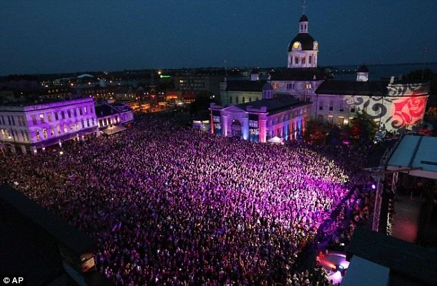 Đêm nhạc cuối cùng được tổ chức ở thành phố quê nhà của nhóm - thành phố Kingston, tỉnh Ontario.