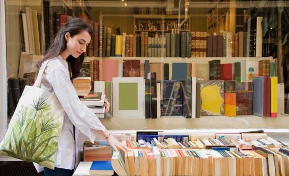 Mỗi công dân 18 tuổi được tặng hơn 12 triệu đồng để… mua sách - 1