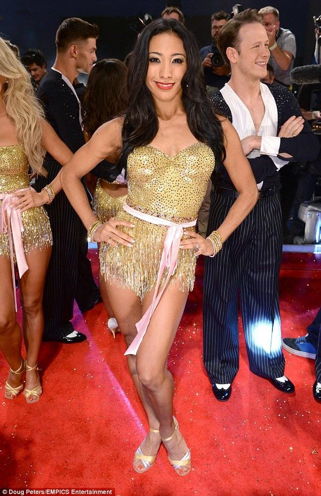 Nữ nhà báo Naga Munchetty cho biết cô muốn được bắt cặp với nữ vũ công Karen Clifton (ảnh).