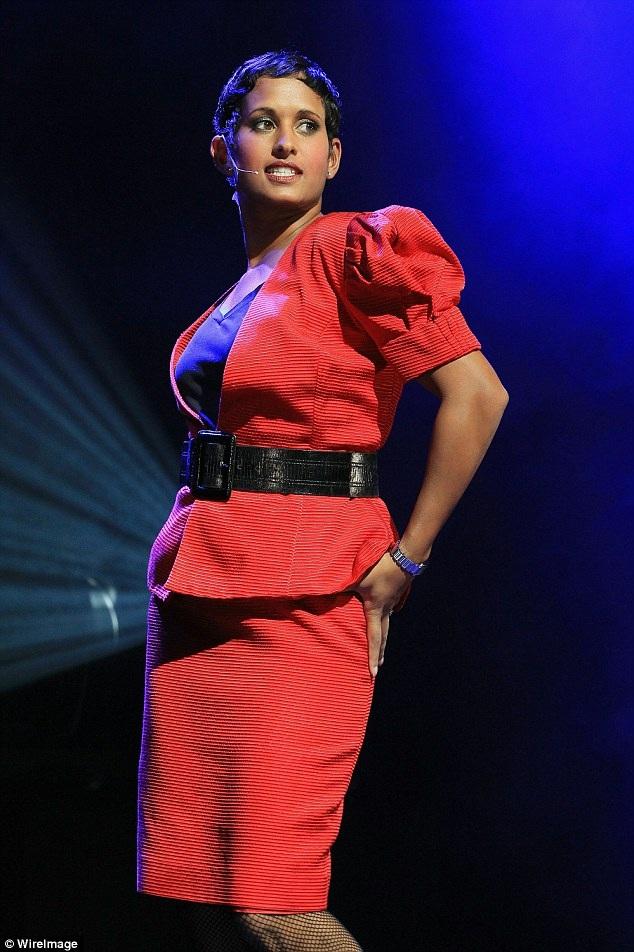 Nữ nhà báo Naga - một thí sinh của Bước nhảy Hoàn vũ Anh năm nay - đã lên tiếng khẳng định cô muốn bắt cặp với vũ công nữ.