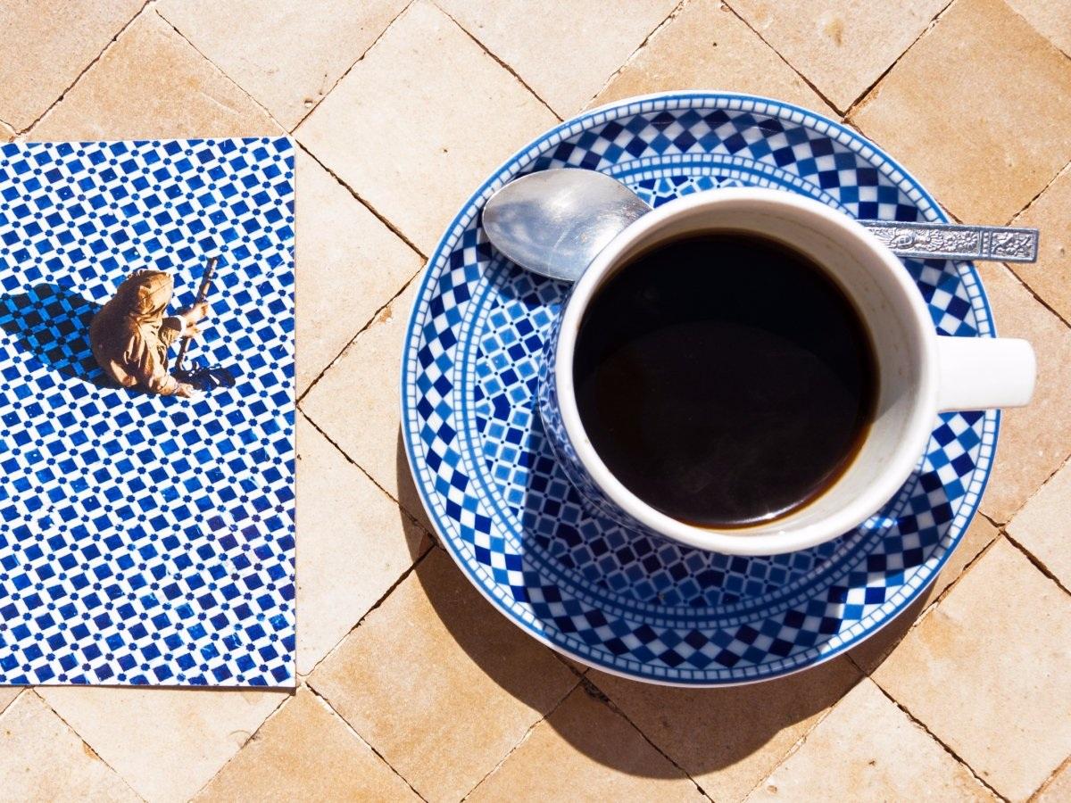 Café Morocco: Café Morocco có hương vị rất đặc biệt bởi thức uống này được chế thêm với những gia vị nồng ấm như hạt bạch đậu khấu, hạt tiêu đen, quế, đinh hương và hạt nhục đậu khấu.