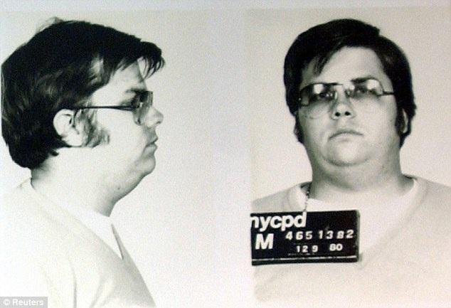 Chapman 25 tuổi khi phạm tội giết người. Ảnh trên được chụp vào ngày 9/12/1980.