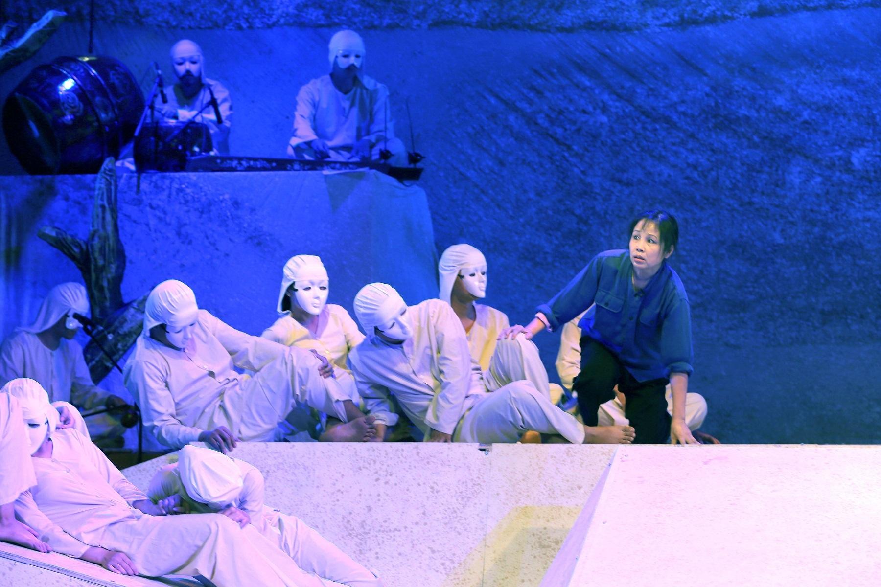 """""""Dưới cát là nước"""": Sức hấp dẫn từ sáng tạo thử nghiệm - 3"""