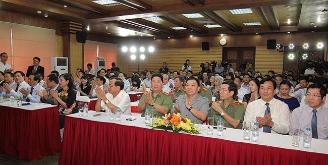 Đông đảo các khách mời đã đến dự lễ kỷ niệm 10 năm của báo điện tử Tổ quốc