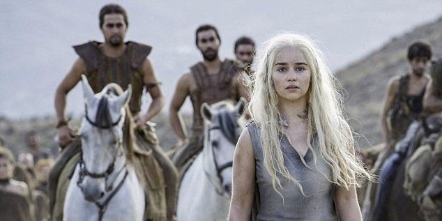 """Trong phần 7, hình ảnh nhân vật """"Mẹ Rồng"""" Daenerys Targaryen sẽ trở nên dữ dội hơn bao giờ hết, bởi nàng sẽ giương buồm trở về lục địa Westeros giành lại quyền thống trị của dòng họ Targaryen."""