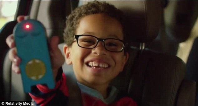 Vào vai cậu bé Frankie bị bắt cóc là diễn viên nhí Sage Correa 8 tuổi, bằng tuổi với cô con gái Nahla của Halle Berry, khiến xúc cảm diễn xuất trong cô càng trở nên dữ dội.