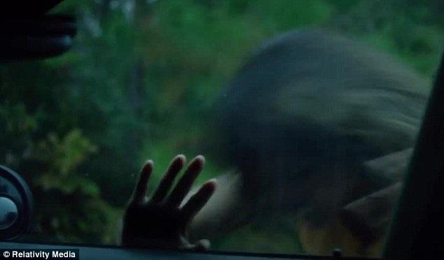 Quyết tâm giải cứu con trai đã khiến nhân vật Karla bước vào con đường nguy hiểm không có đường lùi và cô lại chỉ có một mình.