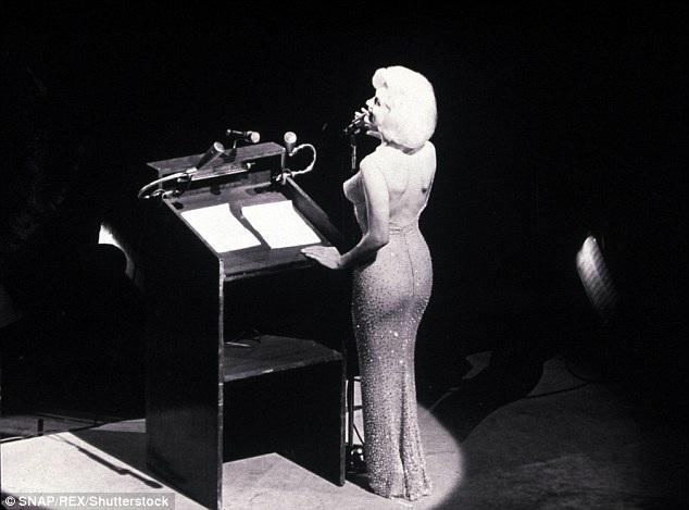 Chiếc váy nữ minh tinh Marilyn Monroe từng mặc trong sự kiện hát mừng sinh nhật Tổng thống Mỹ John F. Kennedy sắp tới sẽ được đem ra bán đấu giá.